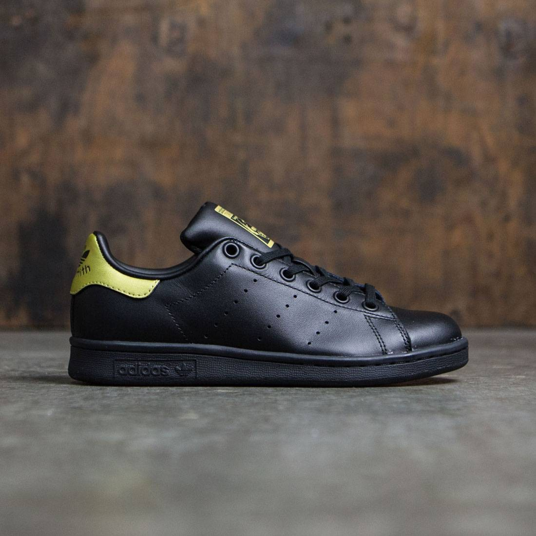 super popular e69d1 31f6c Adidas Big Kids Stan Smith (black / core black / gold metallic)