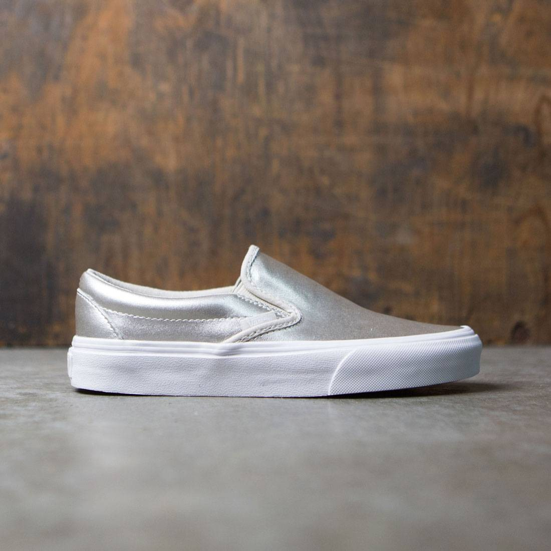 Vans Women Classic Slip-On - Metallic Leather silver true white 405b81cd0