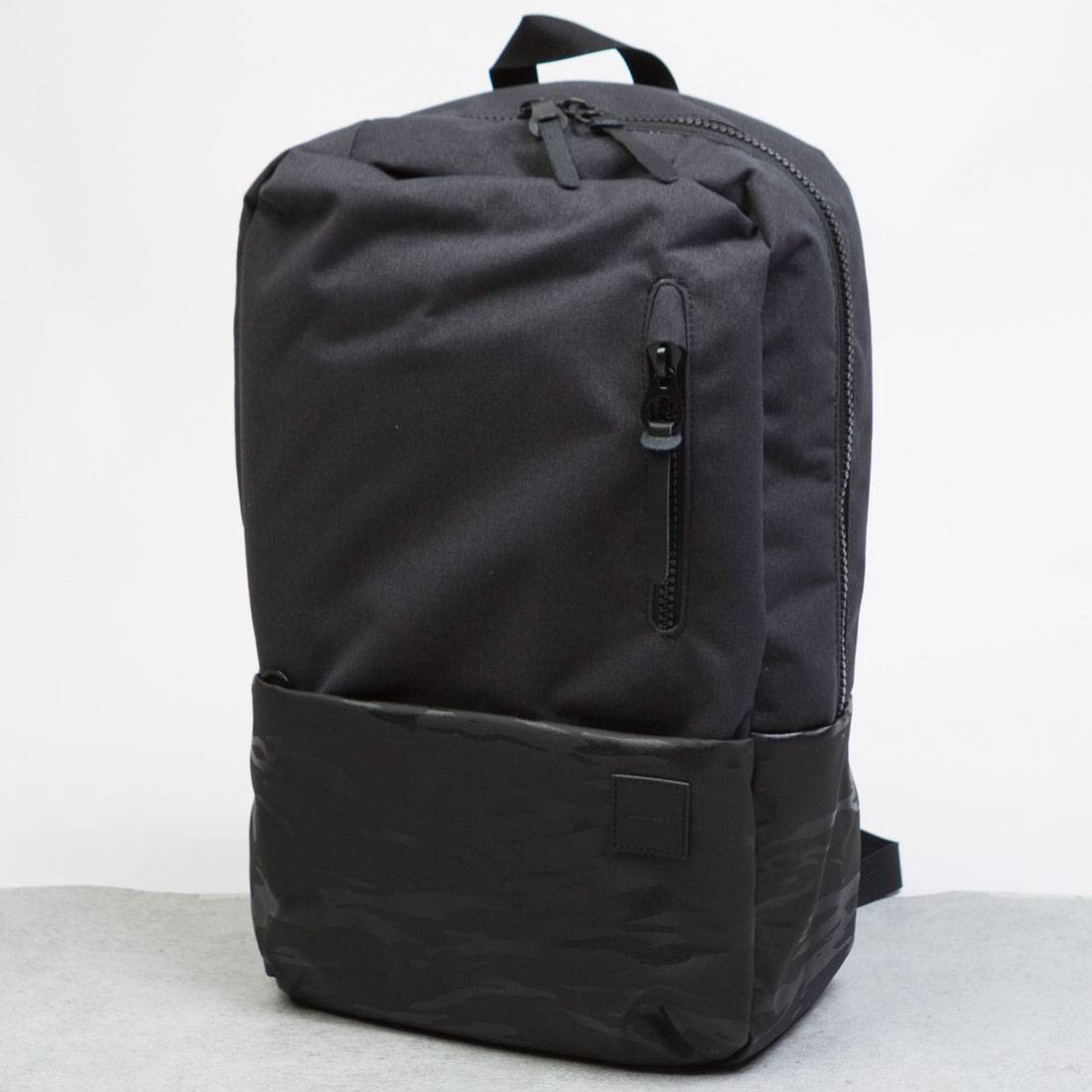 Incase Compass Backpack (black / camo)