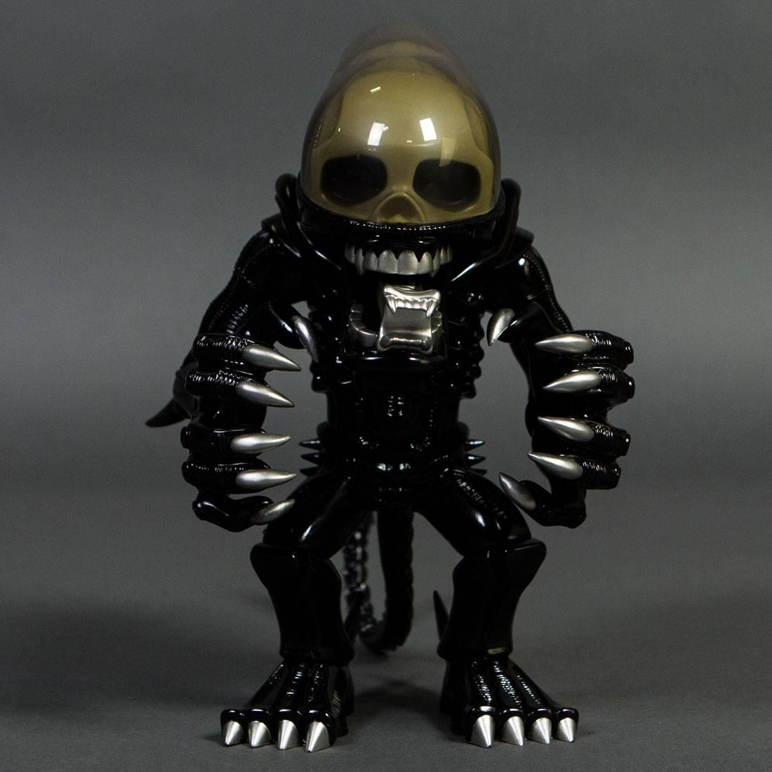 Alien VCD Vinyl Collectible Doll Figure (black)