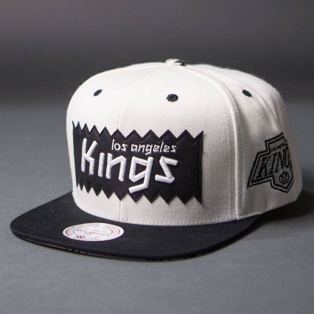 BAIT x NHL x Mitchell And Ness Los Angeles Kings STA3 Wool Snapback Cap (white / black)