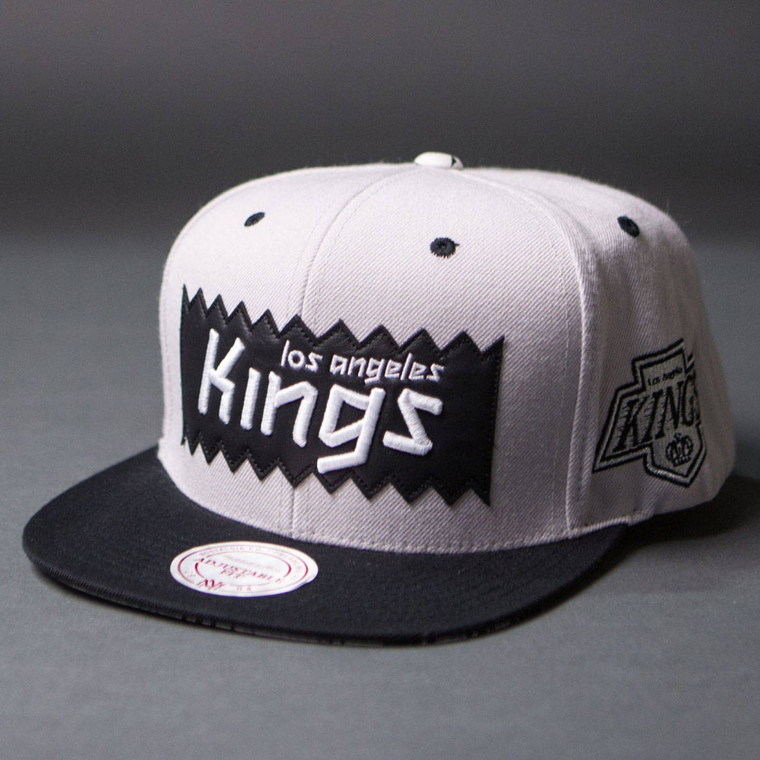 BAIT x NHL x Mitchell And Ness Los Angeles Kings STA3 Wool Snapback Cap (silver / black)