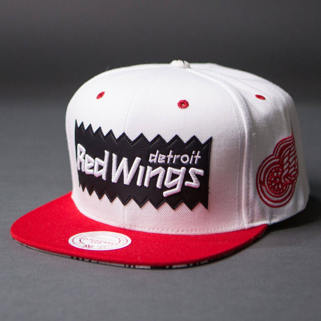 BAIT x NHL x Mitchell And Ness Detroit Red Wings STA3 Wool Snapback Cap (white / red)