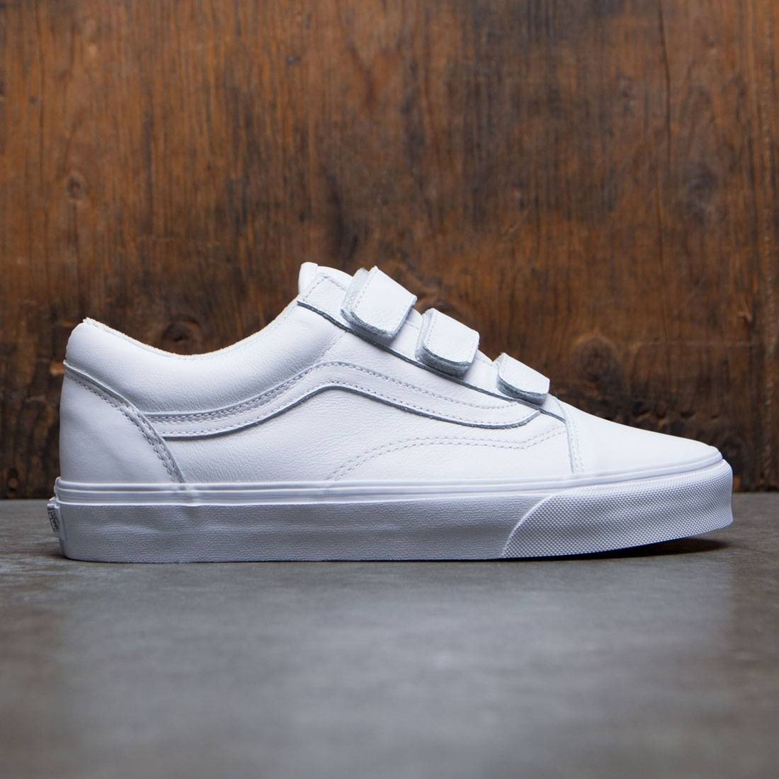 a7ed7f488a Vans Men Old Skool V - Mono Leather white true white