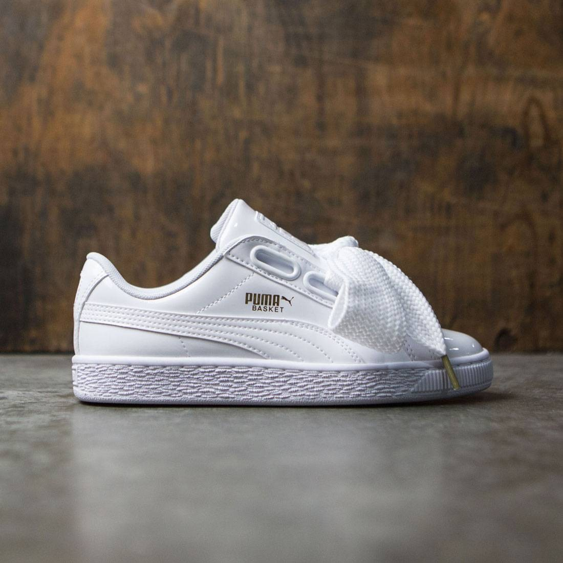 buy popular 5ced9 bcbab Puma Women Basket Heart Patent (white)