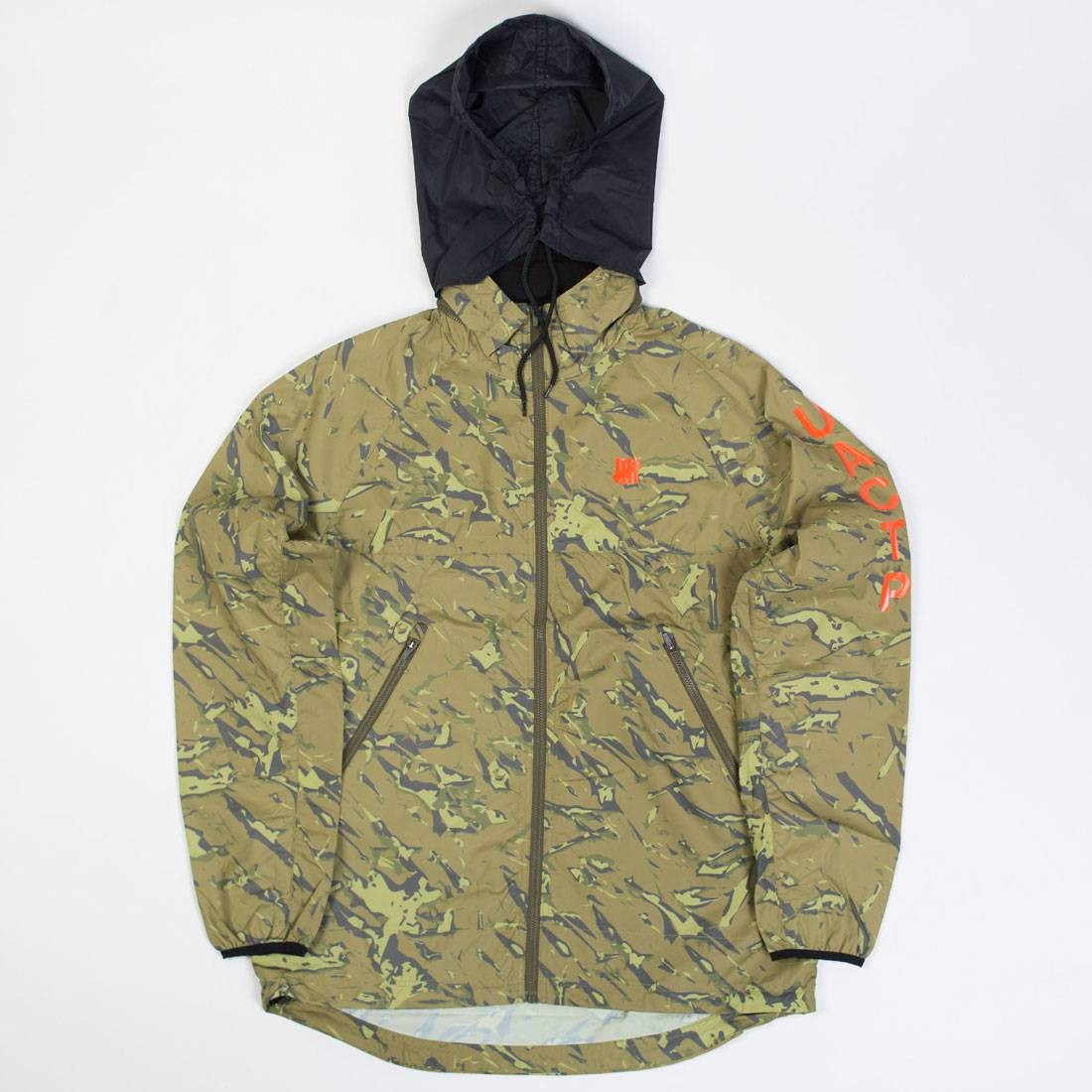 Undefeated Men UACTP Shell Running Jacket (camo)
