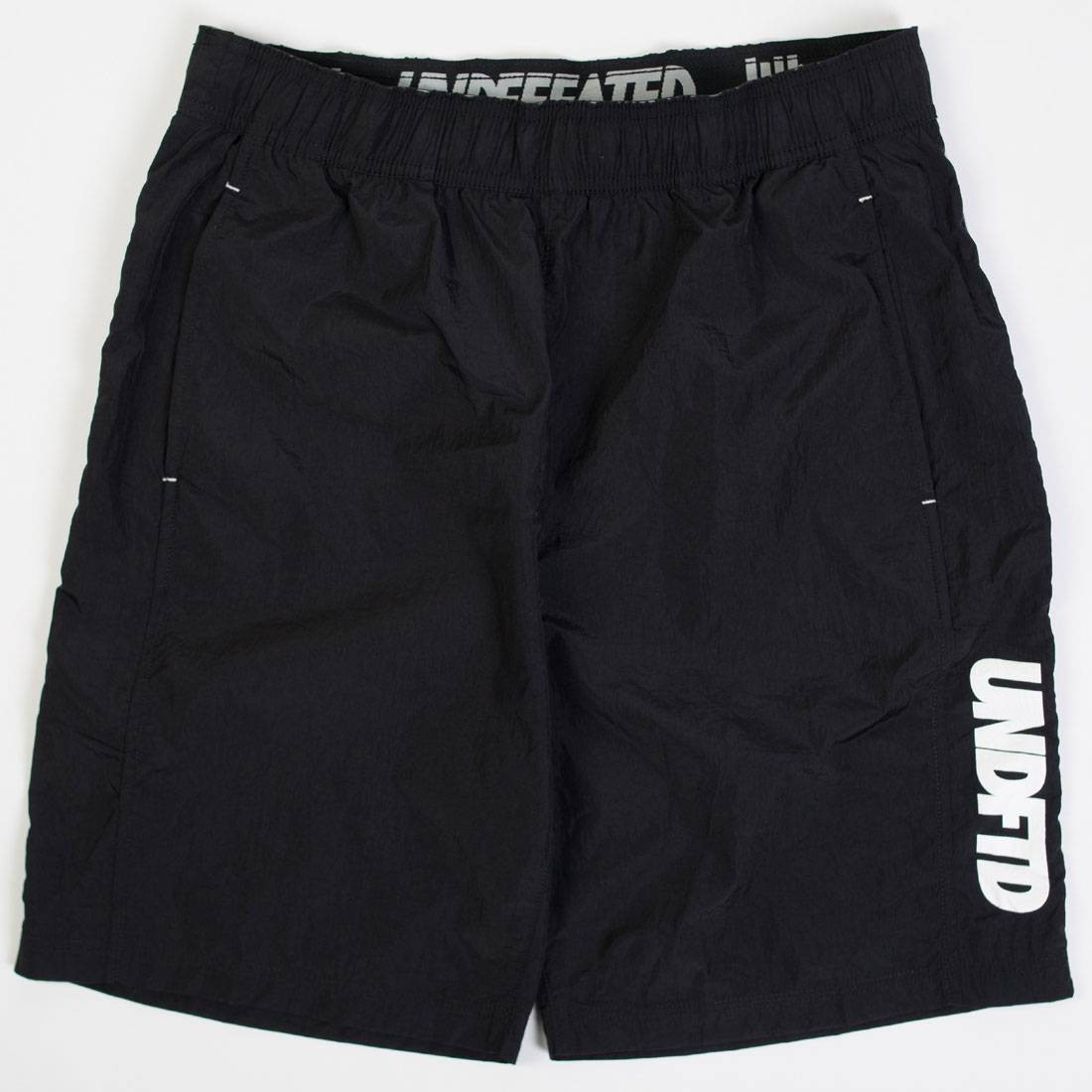 Undefeated Men Crinkle Shorts (black)
