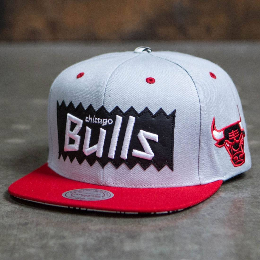 BAIT x NBA x Mitchell And Ness Chicago Bulls STA3 Wool Snapback Cap (silver / red)