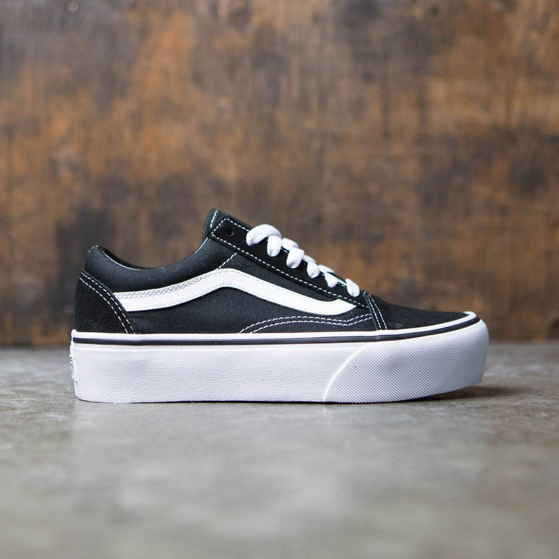 1b54bd58 Vans Women Old Skool Platform black white