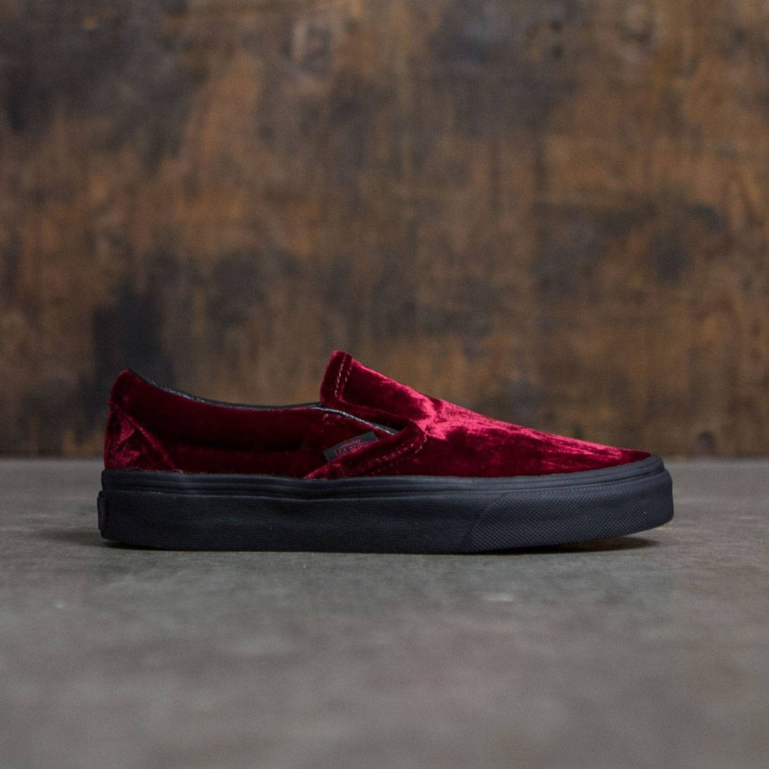 5601c370fd0d4a Vans Women Classic Slip-On - Velvet red black