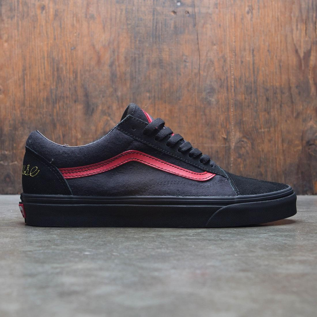 318cb72b5f Vans x Disney Men Old Skool - Mickey Mouse Club black