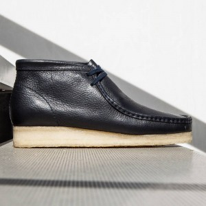 Clarks Men Wallabee Boot (navy)