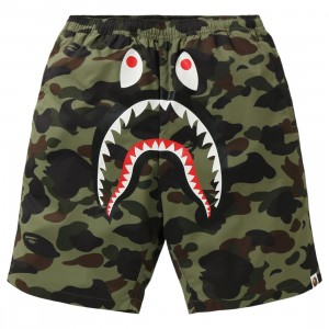 A Bathing Ape Men 1st Camo Shark Beach Pants (green)