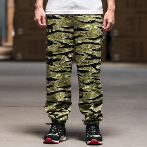 BAIT Basics Sweatpants (camo / tiger camo)