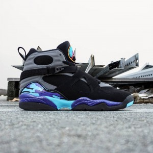 Air Jordan 8 Retro OG Big Kids (black / grey)