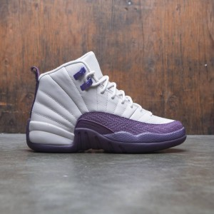 Air Jordan 12 Retro (GS) Big Kids Girls' (desert sand / desert sand-pro purple)