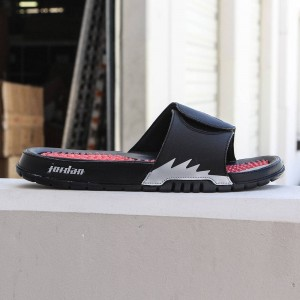Jordan Men Hydro V Retro Slide (black / fire red-metallic silver)