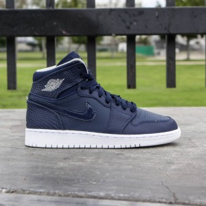 Air Jordan 1 Retro High (GS) Big Kids (midnight navy / light bone-white)