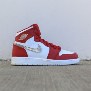Air Jordan 1 Retro High (GS) Big Kids (gym red / metallic silver-white)