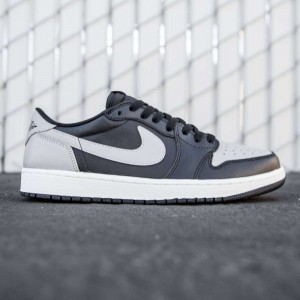 Air Jordan 1 Retro Low OG Men (black / sail / medium grey)