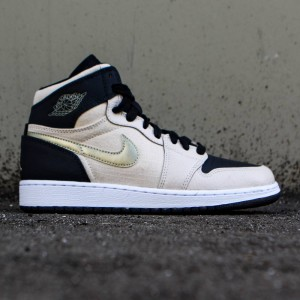 Air Jordan 1 Retro High (GS) Big Kids (pearl white / black / white / mtlc gold star)