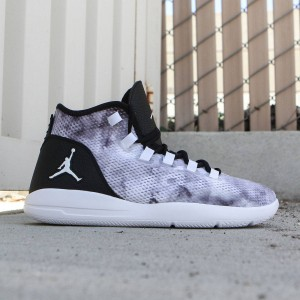 Jordan Men Reveal Premium Shoe (black / white-infrared 23)