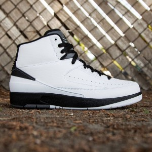 Air Jordan 2 Retro Men (white / black / dark grey)