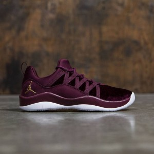 Jordan Big Kids Girls' Deca Fly Heiress Collection (GS) (night maroon / metallic gold-white)
