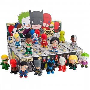 Kidrobot x DC Universe 3 Inch Mini Series Figure - 1 Blind Box (1 blind box)