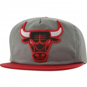 Mitchell And Ness Chicago Bulls Zip Back Adjustable Cap (grey / red) - PYS.com Exclusive