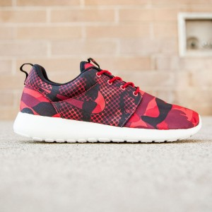 Nike Men Roshe One Print (red / daring red / black / gym red)