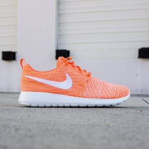 Nike Women Roshe One Flyknit (pink / white)