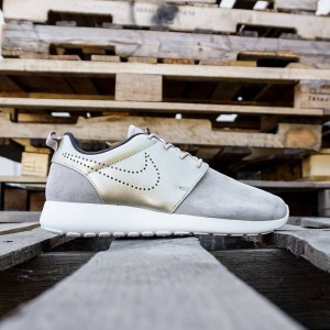 Nike Women Roshe One PRM Suede (gray / metallic gold)