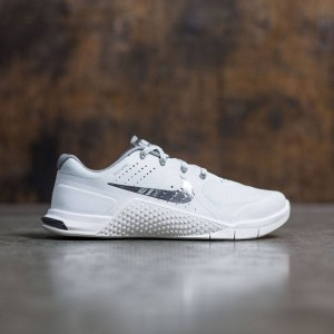 Nike Women Metcon 2 (summit white / mtlc pewter)