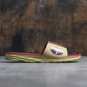 Nike Men Benassi Solarsoft Slide - Nfl (club gold / gym red)