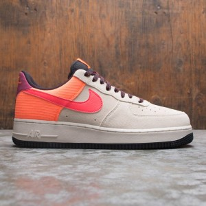 Nike Men Air Force 1 '07 Lv8 (lt orewood brn / laser crimson)