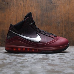 Nike Men Lebron Vii Qs (team red / metallic silver-black-hot red)