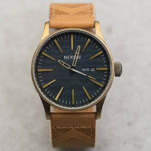 Nixon Sentry Leather Watch (navy / brass)