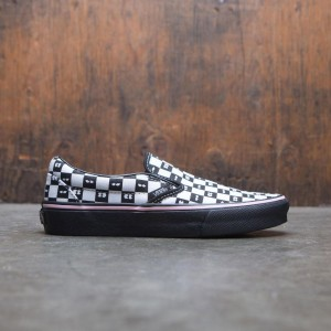 Vans x Lazy Oaf Women Classic Slip-On (black / checkerboard)