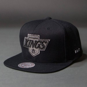 BAIT x NHL x Mitchell And Ness Los Angeles Kings Classic Chevron Snapback Cap (black / gray)