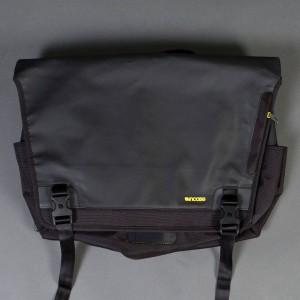 Incase Range Messenger Bag - Large (black / lumen)