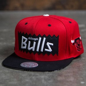 BAIT x NBA x Mitchell And Ness Chicago Bulls STA3 Wool Snapback Cap (red / black)