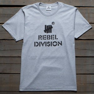 Undefeated x SYR Men Rebel Division Tee (gray / heather)