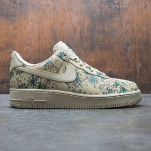 Nike Men Air Force 1 '07 Lv8 (team gold / team gold-golden beige)